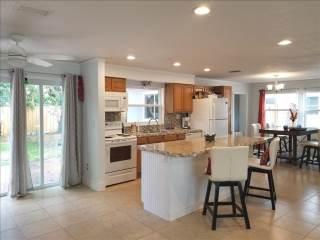 2116 Greenbriar Blvd, Clearwater, FL 33764
