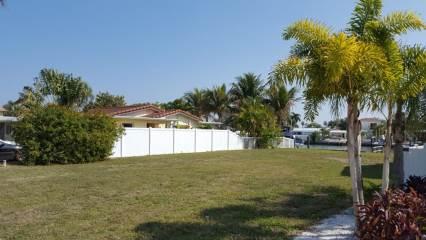 109 Wall St, Redington Shores, FL 33708
