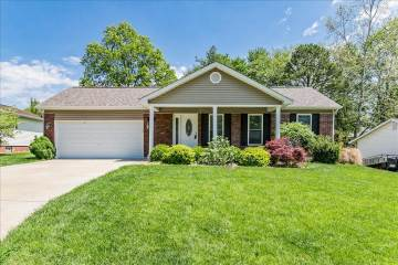 12 Armitage Dr , St Peters, MO 63376