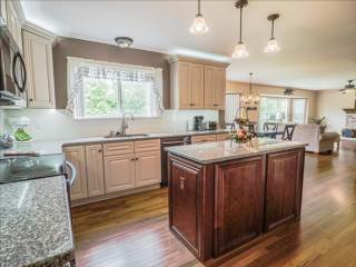 3065 Cambridge Pointe Dr, St Louis, MO 63129