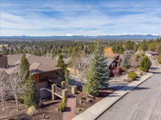 1835 Sw Turnberry Place, Bend, OR 97702