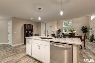 5 Welcome Center Court, Le Claire, IA 52753