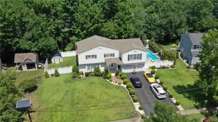 26 Deerwood Drive, Other Nj Counties, NJ 07066