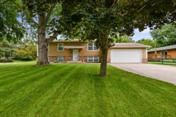 Photo of 561 Lakeshore Circle  Annandale  MN