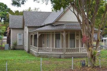 Photo of 127 E Woodland Street  Collinsville  TX