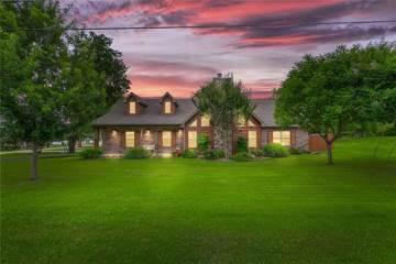 Photo of 5301 Fairway Circle  De Cordova  TX