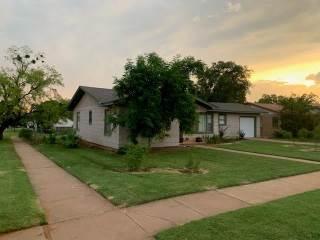 801 N Mckinley Avenue, Rotan, TX 79546