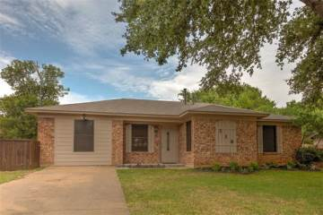 Photo of 318 E Wilson Avenue  Pilot Point  TX