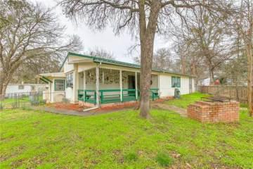 Photo of 2806 Sycamore Court  Granbury  TX