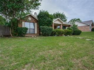 Photo of 1036 Twin Falls Drive  DeSoto  TX
