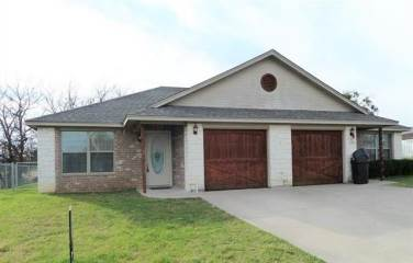 145 Meadows Drive N, Granbury, TX 76048