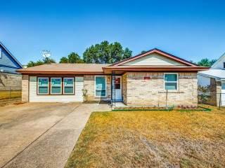 Photo of 511 Golden Meadows Lane  Duncanville  TX