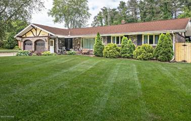 Photo of 5084 W Donna Drive  Stevensville  MI