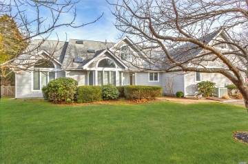 Photo of 8 Willow Ln  Quogue  NY