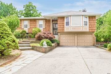 Photo of 55 Carriage Rd  Roslyn  NY