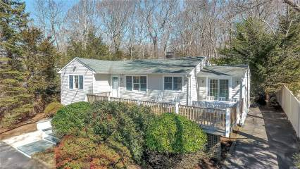 2705 W Creek Ave, Cutchogue, NY 11935