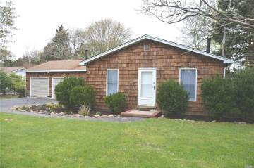 84 4Th St, Jamesport, NY 11947