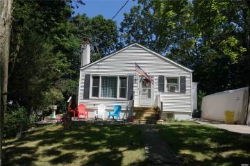 Photo of 147 Hickory Rd  Rocky Point  NY