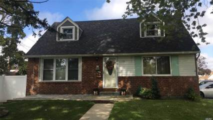 Photo of 2625 Beech St  East Meadow  NY
