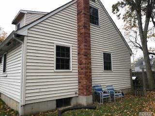 4 Irving Pl, Islip Terrace, NY 11752