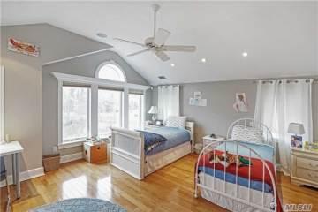 27 W Tiana Rd, Hampton Bays, NY 11946
