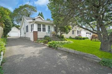 Photo of 20 Oak St  Bayport  NY