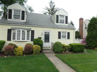 Photo of 93 Center St  Hicksville  NY