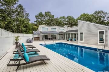 Photo of 19 Deerfield E  Quogue  NY