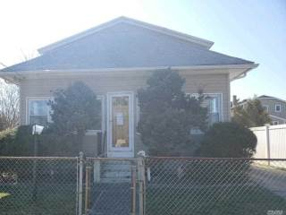 18 1St Ave, East Islip, NY 11730