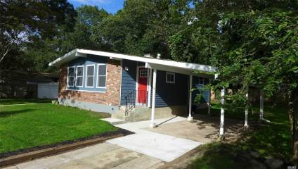 Photo of 13 Tucker Dr  Bayport  NY