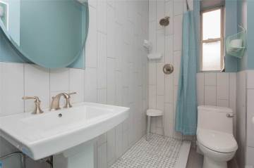 7636 113 St, Forest Hills, NY 11375