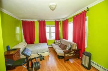 27 Deal Rd, Island Park, NY 11558
