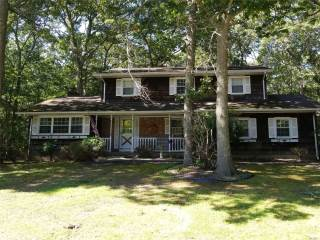Photo of 10 Marydale Ln  Brookhaven  NY