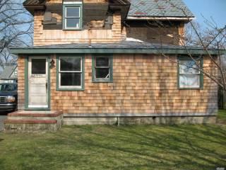94 N Penataquit Ave, Bay Shore, NY 11706
