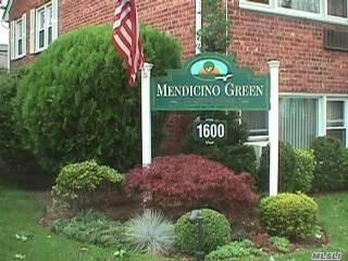 Photo of 1600 Grand Ave  Baldwin  NY
