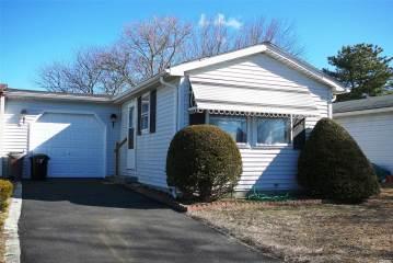 Photo of 8 Greenwood Blvd  Manorville  NY