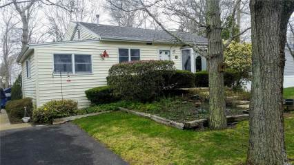 Photo of 3 Hudson St  Hampton Bays  NY