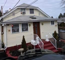 812 Pulaski St, Riverhead, NY 11901
