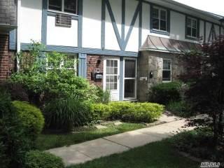 Photo of 10 Glen Hollow Dr  Holtsville  NY