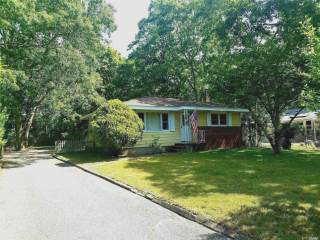 Photo of 47 School St  Hampton Bays  NY