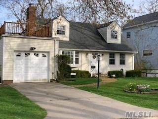 Photo of 25 Madison Avenue  Bayville  NY
