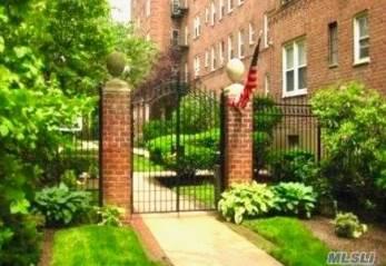Photo of 32 Cathedral Ave  Hempstead  NY