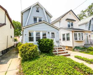 9110 Vanderveer St, Queens Village, NY 11428