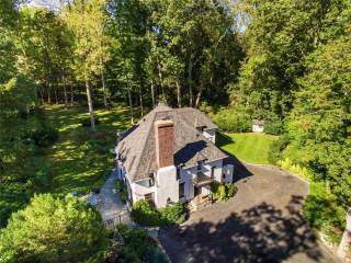 375 East Shore Rd, Great Neck, NY 11024