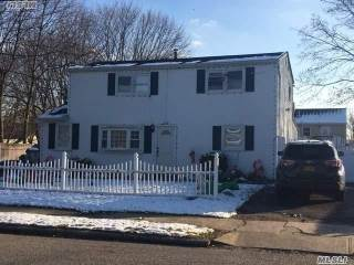 50 Willow St, Central Islip, NY 11722