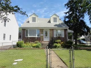 109 Dorset Ave, Albertson, NY 11507