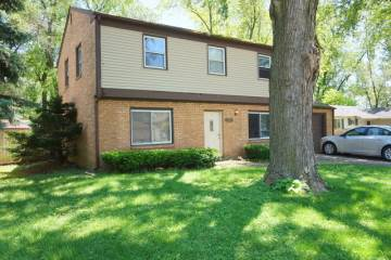 Photo of 124 North Pinecrest Road  BOLINGBROOK  IL