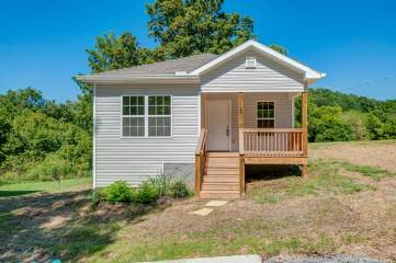 Photo of 528 Center Ave  Dickson  TN