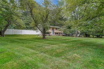 24 North Lorna Lane, Airmont, NY 10952-4212