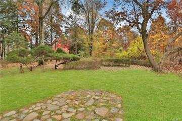 3 Christmas Hill Road, Airmont, NY 10952-3804